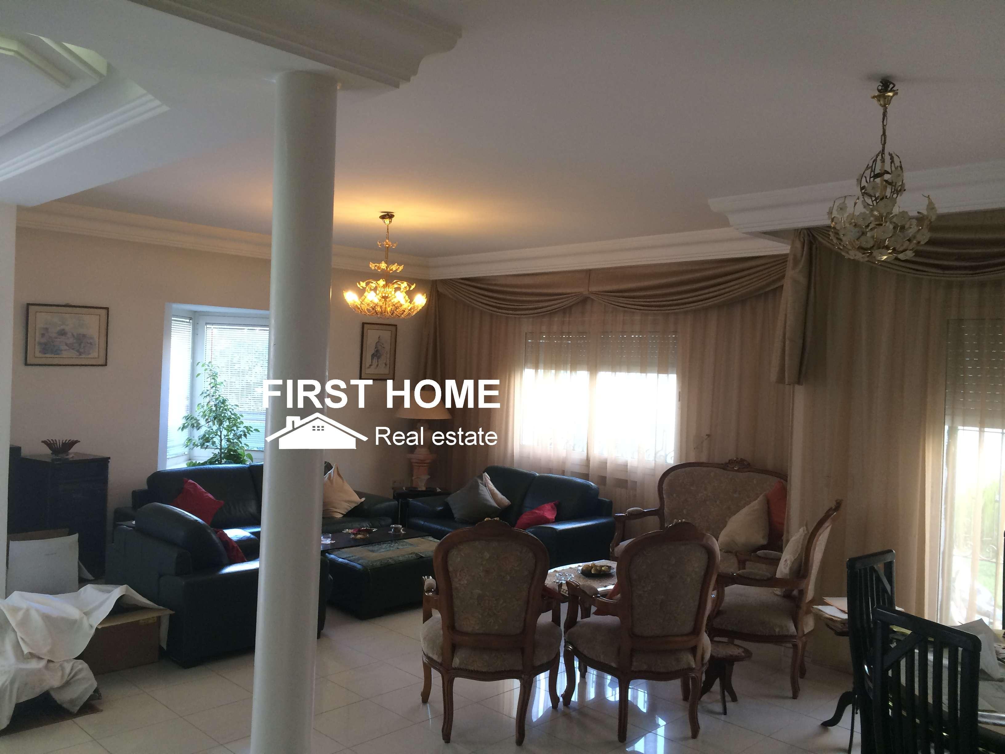 Une Splendide Villa de 564m2 est en Vente à cité Ennasr