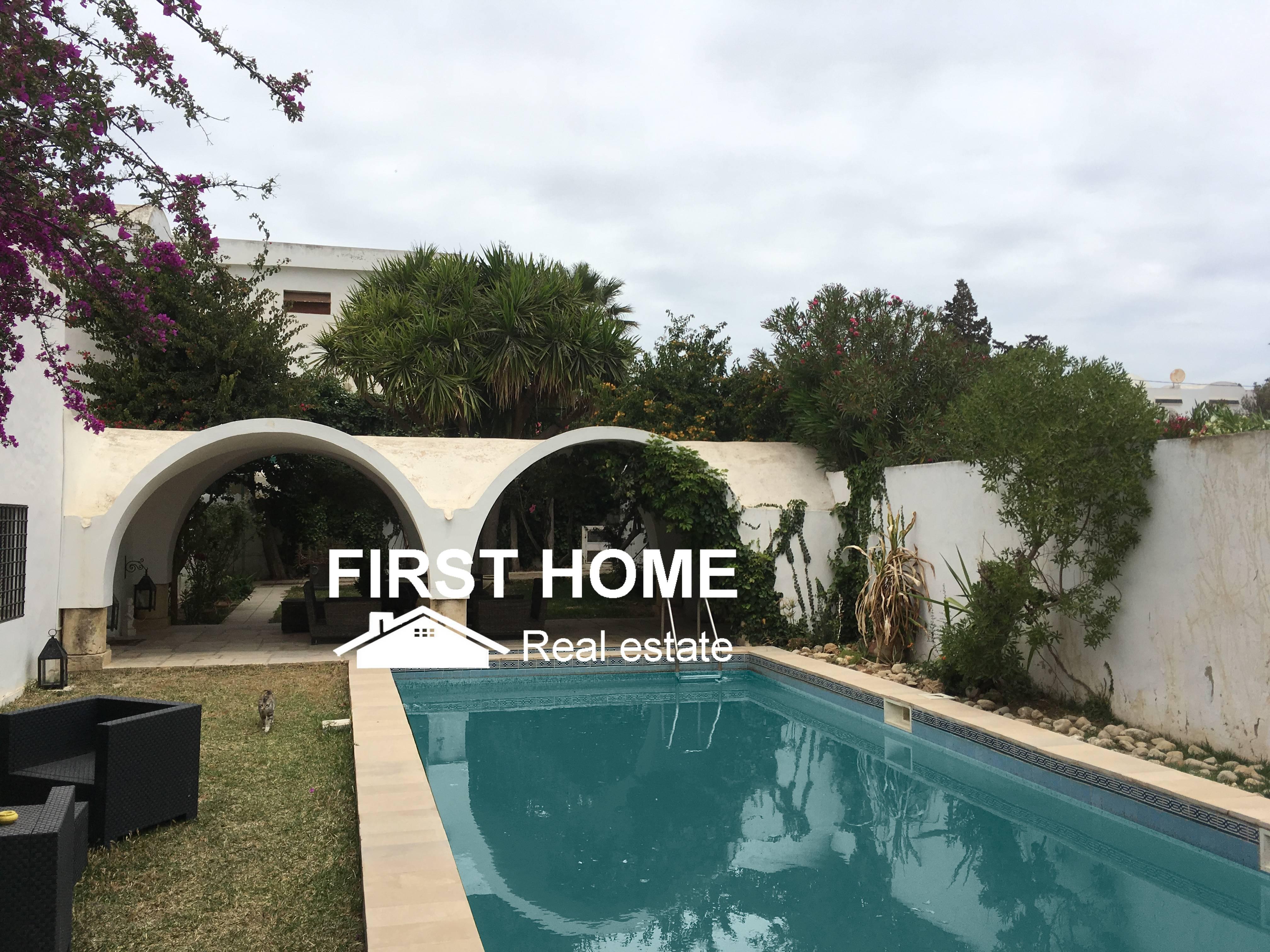 Une Belle Villa S+4 avec Piscine est en location à Hammamet Nord
