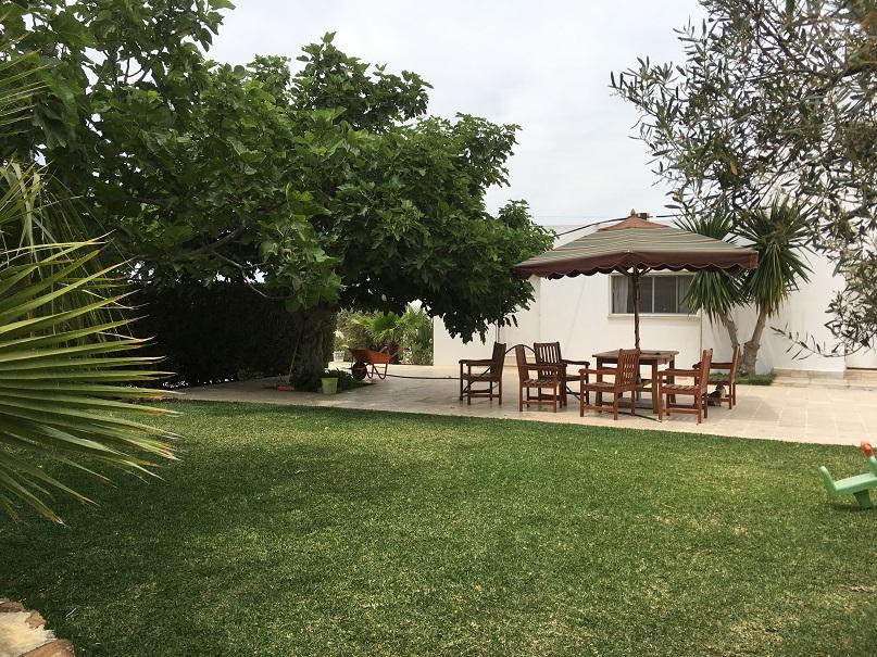 Une villa S+5 bâti dans une senia de 4000m2 est en vente à Hammam jedidi