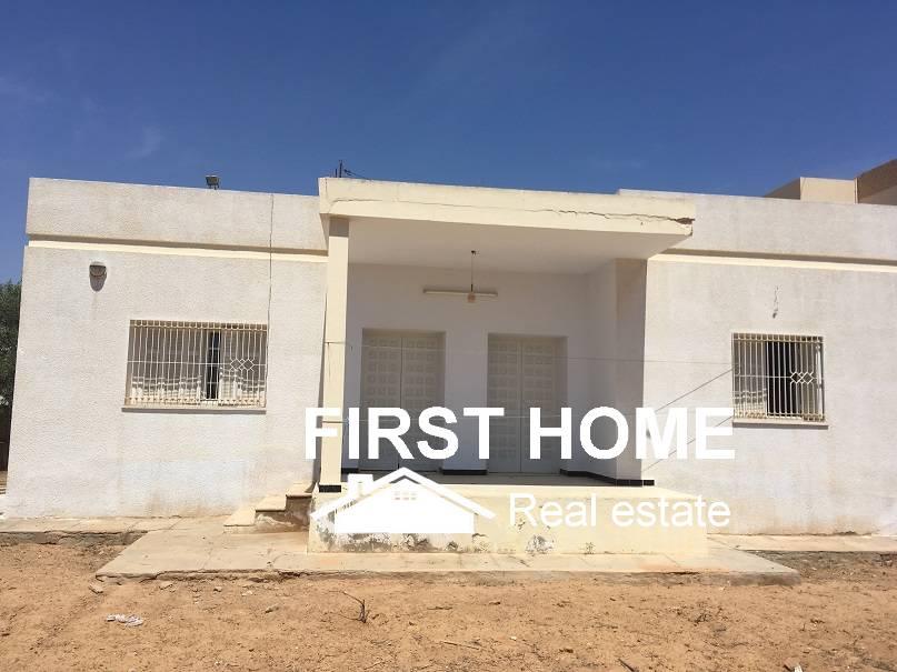 Une Villa bâti sur un terrain de 1300m2 est en vente à Sfax