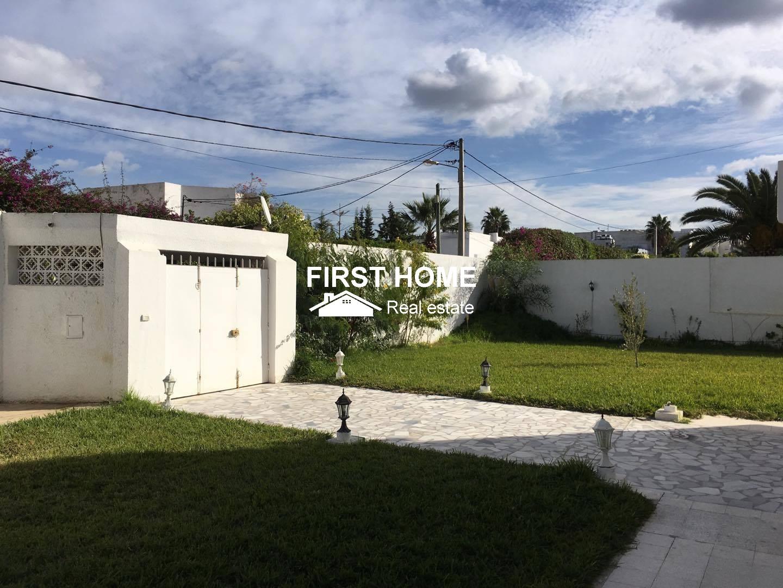 Une Villa S+9 est en location à la Soukra