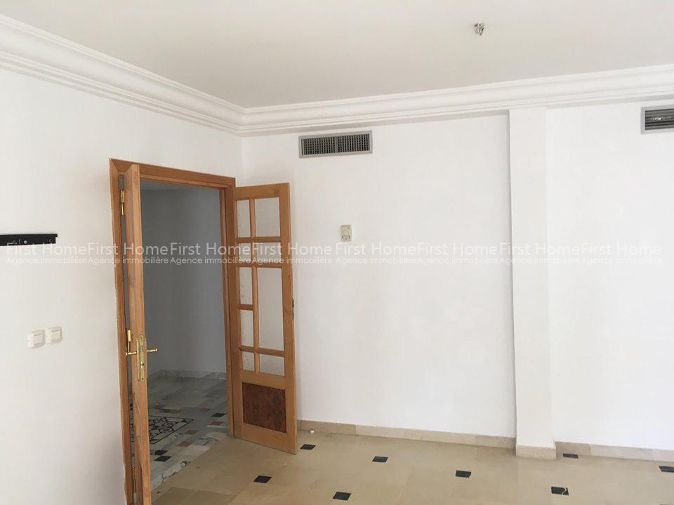 A louer un appartement S+3 à Ennaser 1